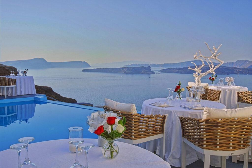 cliffside restaurant santorini